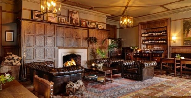 Luxury Ireland - Ballynahinch Castle Hotel Fishermans pub and Ranji roo